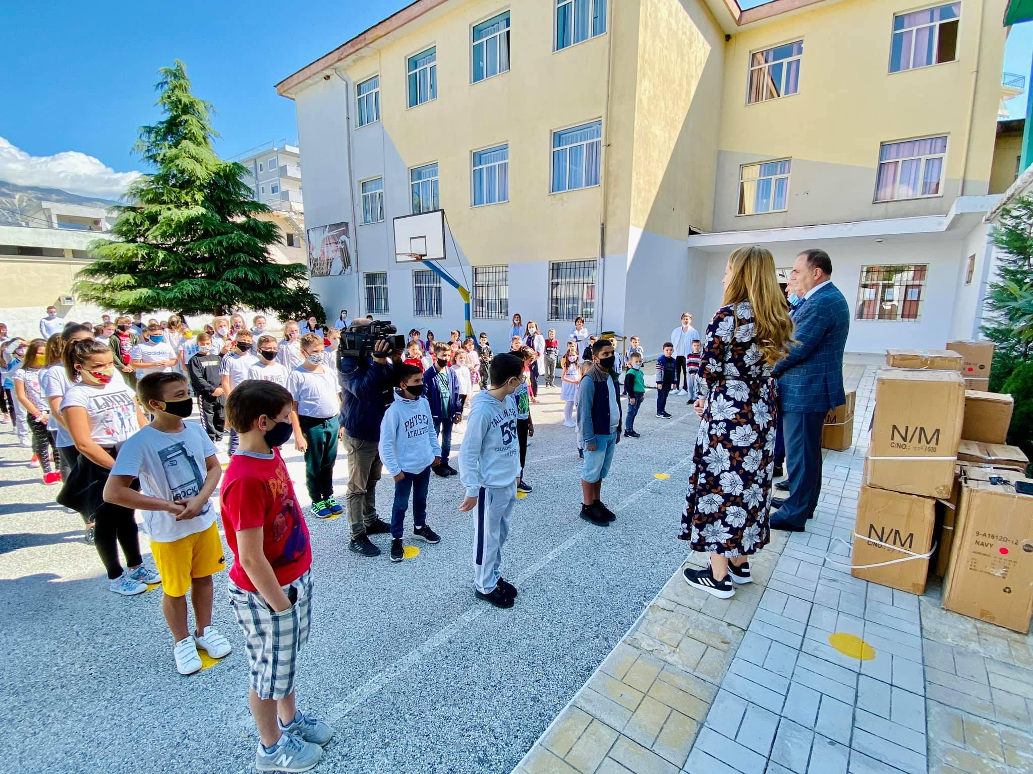 """Donacion për shkollën 9-vjeçare """"Koto Hoxhi"""""""